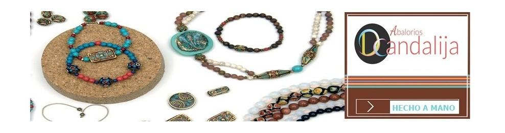 3ee5edb54a91 Colgantes de zamak con cuero, pulsera, llaveros,collares, bisutería ...